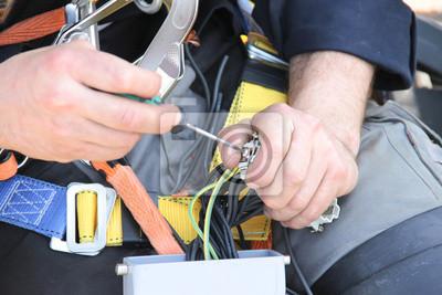 Постер Производство электронных компонентов и кабеля