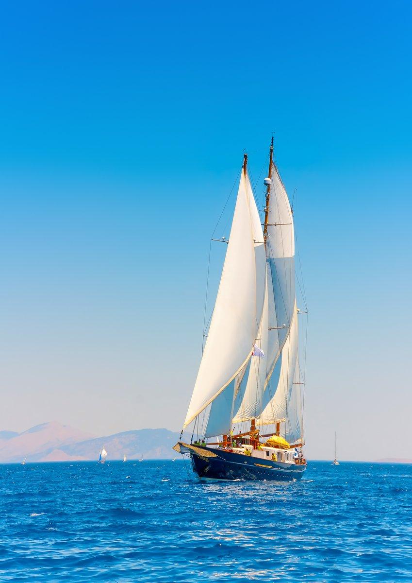 Постер Регата 3 больших мачты классические парусные яхты в Спецес-остров в ГрецииРегата<br>Постер на холсте или бумаге. Любого нужного вам размера. В раме или без. Подвес в комплекте. Трехслойная надежная упаковка. Доставим в любую точку России. Вам осталось только повесить картину на стену!<br>