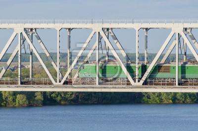 Постер Новосибирск Зеленый электровоз проезжает мост через реку в ыНовосибирск<br>Постер на холсте или бумаге. Любого нужного вам размера. В раме или без. Подвес в комплекте. Трехслойная надежная упаковка. Доставим в любую точку России. Вам осталось только повесить картину на стену!<br>