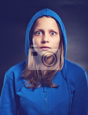 Постер Подросток девушка в шокеЭмоции<br>Постер на холсте или бумаге. Любого нужного вам размера. В раме или без. Подвес в комплекте. Трехслойная надежная упаковка. Доставим в любую точку России. Вам осталось только повесить картину на стену!<br>
