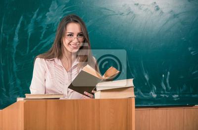 Молодая женщина-преподаватель с открытой книгой на доске, 30x20 см, на бумаге10.05 День учителя России<br>Постер на холсте или бумаге. Любого нужного вам размера. В раме или без. Подвес в комплекте. Трехслойная надежная упаковка. Доставим в любую точку России. Вам осталось только повесить картину на стену!<br>