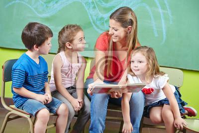 Постер Праздники Сотрудник по уходу за детьми и детского чтения книги в детском саду, 30x20 см, на бумаге09.27 День воспитателя и всех дошкольных работников<br>Постер на холсте или бумаге. Любого нужного вам размера. В раме или без. Подвес в комплекте. Трехслойная надежная упаковка. Доставим в любую точку России. Вам осталось только повесить картину на стену!<br>