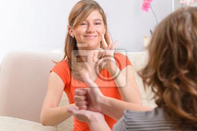 Постер 10.31 День сурдопереводчика Глухая женщина изучении языка жестов10.31 День сурдопереводчика<br>Постер на холсте или бумаге. Любого нужного вам размера. В раме или без. Подвес в комплекте. Трехслойная надежная упаковка. Доставим в любую точку России. Вам осталось только повесить картину на стену!<br>