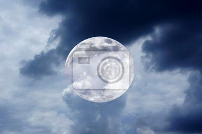 Постер Полнолуние Ночное небо с луной и облакомПолнолуние<br>Постер на холсте или бумаге. Любого нужного вам размера. В раме или без. Подвес в комплекте. Трехслойная надежная упаковка. Доставим в любую точку России. Вам осталось только повесить картину на стену!<br>