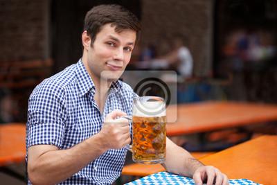 Постер Пивной ресторан Deutscher beim Bier trinkenПивной ресторан<br>Постер на холсте или бумаге. Любого нужного вам размера. В раме или без. Подвес в комплекте. Трехслойная надежная упаковка. Доставим в любую точку России. Вам осталось только повесить картину на стену!<br>