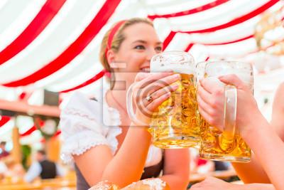 Постер Оформление офиса Freundinnen trinken Bier auf Dult Одер Октоберфест, 30x20 см, на бумагеПивной ресторан<br>Постер на холсте или бумаге. Любого нужного вам размера. В раме или без. Подвес в комплекте. Трехслойная надежная упаковка. Доставим в любую точку России. Вам осталось только повесить картину на стену!<br>