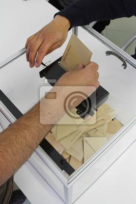 Постер Выборы, голосование Постер 70668298, 20x30 см, на бумагеВыборы, голосование<br>Постер на холсте или бумаге. Любого нужного вам размера. В раме или без. Подвес в комплекте. Трехслойная надежная упаковка. Доставим в любую точку России. Вам осталось только повесить картину на стену!<br>