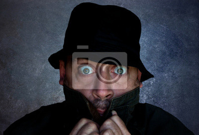 Постер Испуганный мужчина в шляпе и пальтоЭмоции<br>Постер на холсте или бумаге. Любого нужного вам размера. В раме или без. Подвес в комплекте. Трехслойная надежная упаковка. Доставим в любую точку России. Вам осталось только повесить картину на стену!<br>