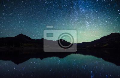 Постер Ночь Отражение Млечного пути на озеро Уильяма,Колорадо Ночь<br>Постер на холсте или бумаге. Любого нужного вам размера. В раме или без. Подвес в комплекте. Трехслойная надежная упаковка. Доставим в любую точку России. Вам осталось только повесить картину на стену!<br>