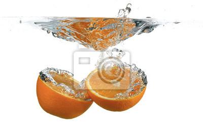 Постер Еда и напитки Разделить Апельсин в воде, 30x20 см, на бумагеФрукты<br>Постер на холсте или бумаге. Любого нужного вам размера. В раме или без. Подвес в комплекте. Трехслойная надежная упаковка. Доставим в любую точку России. Вам осталось только повесить картину на стену!<br>
