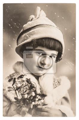 Постер Милые девушки, с рождественской елкой и зимней одеждыДети<br>Постер на холсте или бумаге. Любого нужного вам размера. В раме или без. Подвес в комплекте. Трехслойная надежная упаковка. Доставим в любую точку России. Вам осталось только повесить картину на стену!<br>