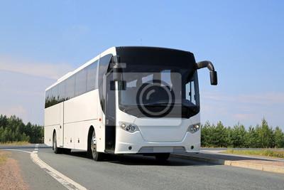 Постер-картина Автобусы, троллейбусы Белый автобус на дорогеАвтобусы, троллейбусы<br>Постер на холсте или бумаге. Любого нужного вам размера. В раме или без. Подвес в комплекте. Трехслойная надежная упаковка. Доставим в любую точку России. Вам осталось только повесить картину на стену!<br>