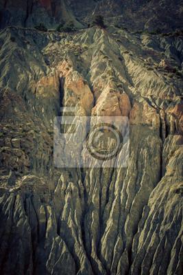 Постер Фанские горы Горный пейзаж в фанские горы, Таджикистан. выветрившиеся скалыФанские горы<br>Постер на холсте или бумаге. Любого нужного вам размера. В раме или без. Подвес в комплекте. Трехслойная надежная упаковка. Доставим в любую точку России. Вам осталось только повесить картину на стену!<br>