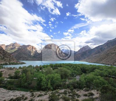 Постер Фанские горы Озеро Iskader в Фанские горы, ТаджикистанФанские горы<br>Постер на холсте или бумаге. Любого нужного вам размера. В раме или без. Подвес в комплекте. Трехслойная надежная упаковка. Доставим в любую точку России. Вам осталось только повесить картину на стену!<br>