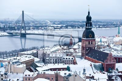 Постер Рига Общий вид на старый город Риги, ЛатвияРига<br>Постер на холсте или бумаге. Любого нужного вам размера. В раме или без. Подвес в комплекте. Трехслойная надежная упаковка. Доставим в любую точку России. Вам осталось только повесить картину на стену!<br>
