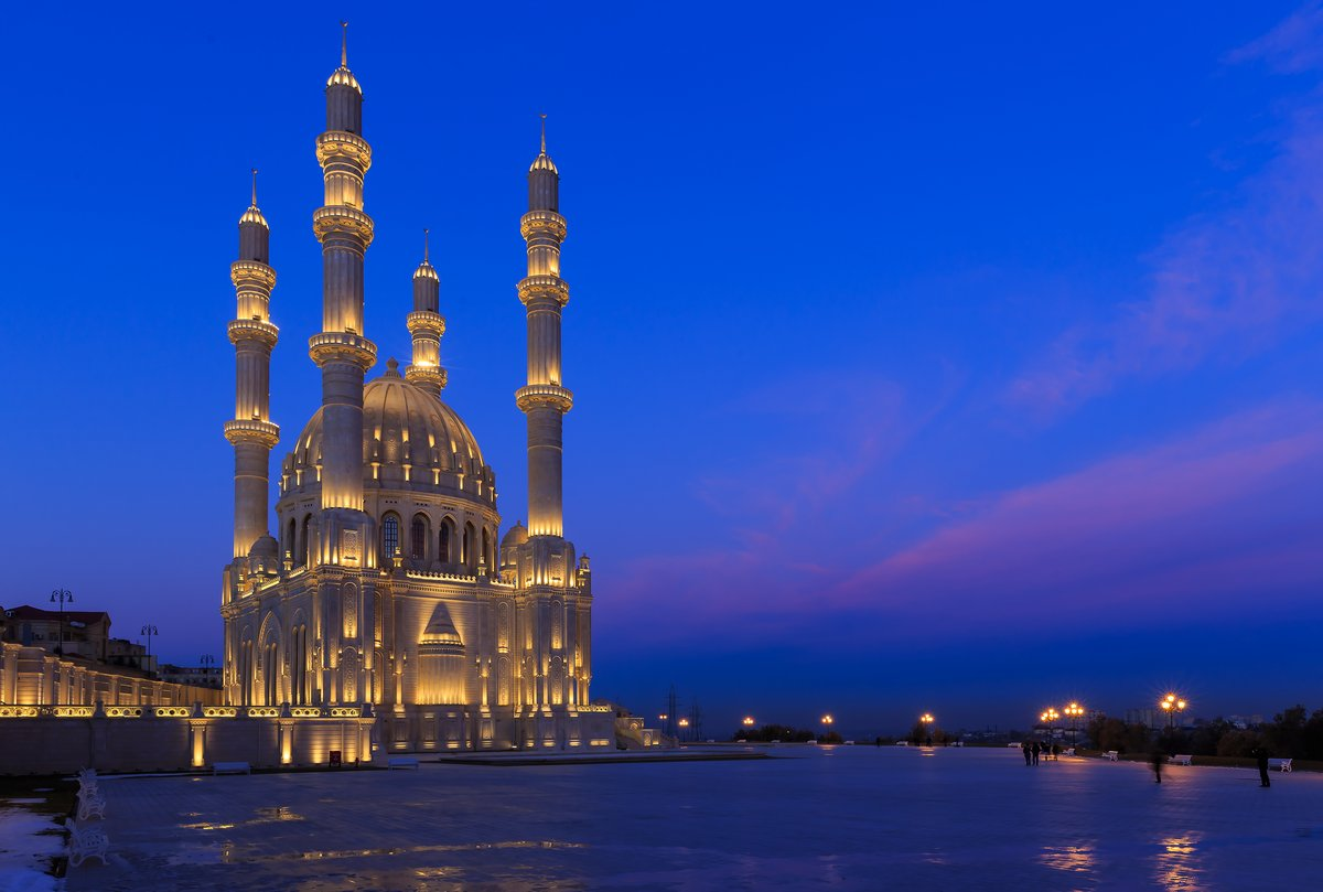 Постер Города и карты Новая мечеть в Баку, 30x20 см, на бумагеБаку<br>Постер на холсте или бумаге. Любого нужного вам размера. В раме или без. Подвес в комплекте. Трехслойная надежная упаковка. Доставим в любую точку России. Вам осталось только повесить картину на стену!<br>