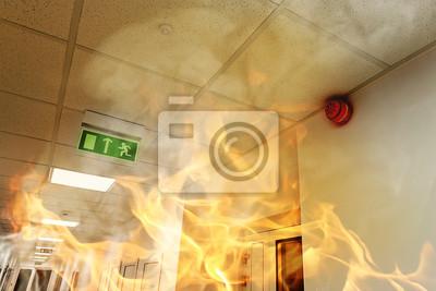 Постер Пожарная безопасность Крупный пожар в современное офисное зданиеПожарная безопасность<br>Постер на холсте или бумаге. Любого нужного вам размера. В раме или без. Подвес в комплекте. Трехслойная надежная упаковка. Доставим в любую точку России. Вам осталось только повесить картину на стену!<br>