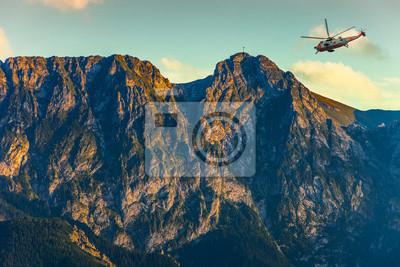 Вертолет в горах Татры - спасательная миссия., 30x20 см, на бумагеВертолеты<br>Постер на холсте или бумаге. Любого нужного вам размера. В раме или без. Подвес в комплекте. Трехслойная надежная упаковка. Доставим в любую точку России. Вам осталось только повесить картину на стену!<br>