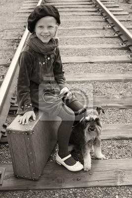 Постер Маленькая девочка путешествует со своей собакой. Старая Европейская фотография.Дети<br>Постер на холсте или бумаге. Любого нужного вам размера. В раме или без. Подвес в комплекте. Трехслойная надежная упаковка. Доставим в любую точку России. Вам осталось только повесить картину на стену!<br>