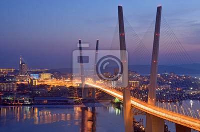 Постер Владивосток Ночной вид моста во Владивостоке через залив Золотой РогВладивосток<br>Постер на холсте или бумаге. Любого нужного вам размера. В раме или без. Подвес в комплекте. Трехслойная надежная упаковка. Доставим в любую точку России. Вам осталось только повесить картину на стену!<br>