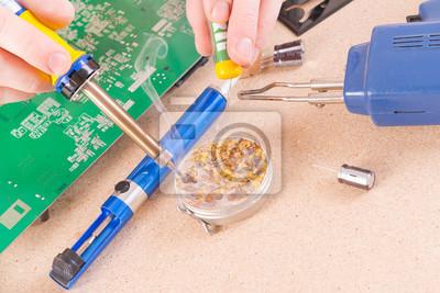 Постер Промышленность Постер 77879086, 30x20 см, на бумагеПроизводство электронных компонентов и кабеля<br>Постер на холсте или бумаге. Любого нужного вам размера. В раме или без. Подвес в комплекте. Трехслойная надежная упаковка. Доставим в любую точку России. Вам осталось только повесить картину на стену!<br>