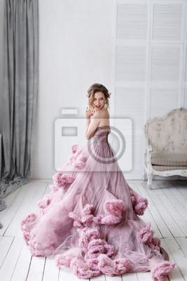Блондинка красивая женщина роскошь в свадебном платье в полный рост, 20x30 см, на бумагеСвадебный салон<br>Постер на холсте или бумаге. Любого нужного вам размера. В раме или без. Подвес в комплекте. Трехслойная надежная упаковка. Доставим в любую точку России. Вам осталось только повесить картину на стену!<br>