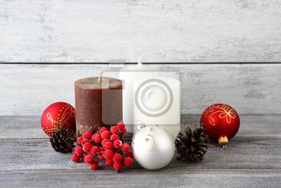 Постер Рябина Рождественские шары со свечами и шишкамиРябина<br>Постер на холсте или бумаге. Любого нужного вам размера. В раме или без. Подвес в комплекте. Трехслойная надежная упаковка. Доставим в любую точку России. Вам осталось только повесить картину на стену!<br>