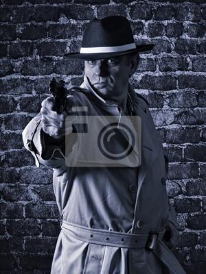 Постер Бандит направил пистолет, надев плащМафия<br>Постер на холсте или бумаге. Любого нужного вам размера. В раме или без. Подвес в комплекте. Трехслойная надежная упаковка. Доставим в любую точку России. Вам осталось только повесить картину на стену!<br>