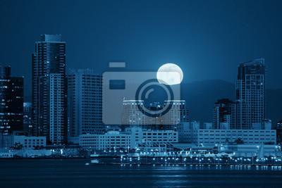 Постер Полнолуние Сан-Диего города небоскребовПолнолуние<br>Постер на холсте или бумаге. Любого нужного вам размера. В раме или без. Подвес в комплекте. Трехслойная надежная упаковка. Доставим в любую точку России. Вам осталось только повесить картину на стену!<br>