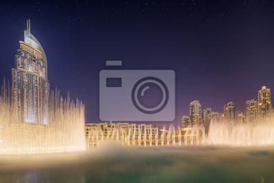 Постер Дубай Танцующий фонтан Бурж Халифа в Дубае, ОАЭДубай<br>Постер на холсте или бумаге. Любого нужного вам размера. В раме или без. Подвес в комплекте. Трехслойная надежная упаковка. Доставим в любую точку России. Вам осталось только повесить картину на стену!<br>
