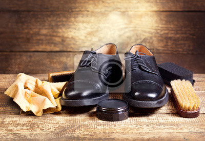 Постер Черные туфли с осторожностью аксессуарыУход за обувью<br>Постер на холсте или бумаге. Любого нужного вам размера. В раме или без. Подвес в комплекте. Трехслойная надежная упаковка. Доставим в любую точку России. Вам осталось только повесить картину на стену!<br>