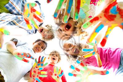 Постер Оформление офиса Улыбающиеся дети с цветные руками, 30x20 см, на бумагеДетский сад<br>Постер на холсте или бумаге. Любого нужного вам размера. В раме или без. Подвес в комплекте. Трехслойная надежная упаковка. Доставим в любую точку России. Вам осталось только повесить картину на стену!<br>
