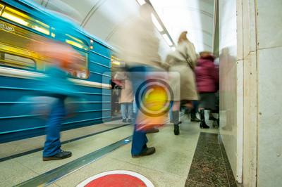 Постер-картина Метро Поезд и пассажиры в метроМетро<br>Постер на холсте или бумаге. Любого нужного вам размера. В раме или без. Подвес в комплекте. Трехслойная надежная упаковка. Доставим в любую точку России. Вам осталось только повесить картину на стену!<br>