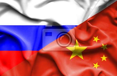 Размахивая флагом Китая и России, 31x20 см, на бумагеБизнес<br>Постер на холсте или бумаге. Любого нужного вам размера. В раме или без. Подвес в комплекте. Трехслойная надежная упаковка. Доставим в любую точку России. Вам осталось только повесить картину на стену!<br>