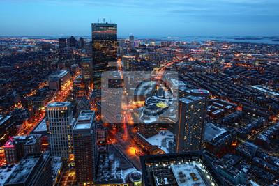 Постер Города и карты Воздушная ночная точка зрения центр Бостон, Массачусетс, 30x20 см, на бумагеБостон<br>Постер на холсте или бумаге. Любого нужного вам размера. В раме или без. Подвес в комплекте. Трехслойная надежная упаковка. Доставим в любую точку России. Вам осталось только повесить картину на стену!<br>