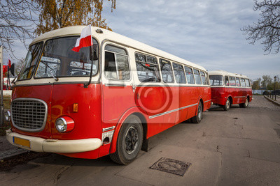 Исторический автобус с прицепом, 30x20 см, на бумагеАвтобусы, троллейбусы<br>Постер на холсте или бумаге. Любого нужного вам размера. В раме или без. Подвес в комплекте. Трехслойная надежная упаковка. Доставим в любую точку России. Вам осталось только повесить картину на стену!<br>