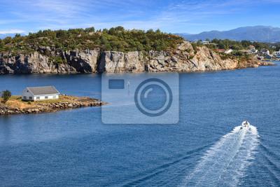 В некоторых домах на морском побережье города Ставангер, Норвегия., 30x20 см, на бумагеДом у моря<br>Постер на холсте или бумаге. Любого нужного вам размера. В раме или без. Подвес в комплекте. Трехслойная надежная упаковка. Доставим в любую точку России. Вам осталось только повесить картину на стену!<br>