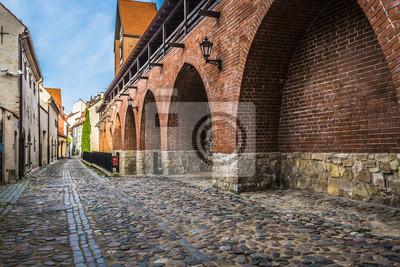 Постер Рига Узкая улочка в старой Риге - столице Латвии, ЕвропеРига<br>Постер на холсте или бумаге. Любого нужного вам размера. В раме или без. Подвес в комплекте. Трехслойная надежная упаковка. Доставим в любую точку России. Вам осталось только повесить картину на стену!<br>