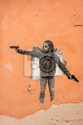 Постер-картина Стрит-арт Граффити ребенок гангстер на оранжевые стены Стрит-арт<br>Постер на холсте или бумаге. Любого нужного вам размера. В раме или без. Подвес в комплекте. Трехслойная надежная упаковка. Доставим в любую точку России. Вам осталось только повесить картину на стену!<br>