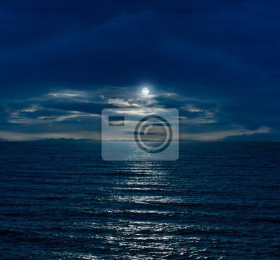 Постер Ночь Ночное небо с полной луной и отражением в море и облакаНочь<br>Постер на холсте или бумаге. Любого нужного вам размера. В раме или без. Подвес в комплекте. Трехслойная надежная упаковка. Доставим в любую точку России. Вам осталось только повесить картину на стену!<br>