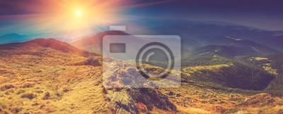 Постер Туман Красивый панорамный пейзаж в горах на солнце.Туман<br>Постер на холсте или бумаге. Любого нужного вам размера. В раме или без. Подвес в комплекте. Трехслойная надежная упаковка. Доставим в любую точку России. Вам осталось только повесить картину на стену!<br>