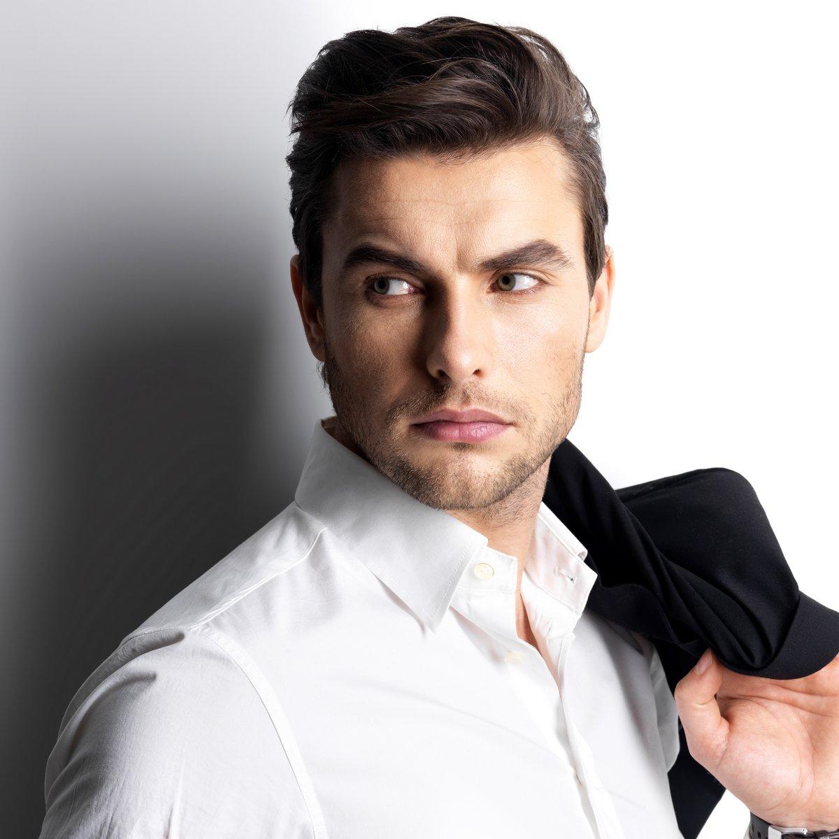 Постер Салон красоты Модный молодой человек в белой рубашке держит черный пиджакСалон красоты<br>Постер на холсте или бумаге. Любого нужного вам размера. В раме или без. Подвес в комплекте. Трехслойная надежная упаковка. Доставим в любую точку России. Вам осталось только повесить картину на стену!<br>