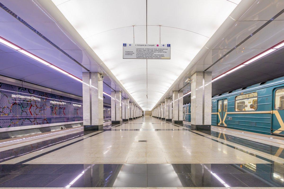 Постер-картина Метро Современные станции метро в МосквеМетро<br>Постер на холсте или бумаге. Любого нужного вам размера. В раме или без. Подвес в комплекте. Трехслойная надежная упаковка. Доставим в любую точку России. Вам осталось только повесить картину на стену!<br>