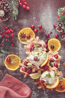Постер Еда и напитки Клюква вафли с апельсиновым мороженым в новогоднюю настройки, 20x30 см, на бумагеВафли<br>Постер на холсте или бумаге. Любого нужного вам размера. В раме или без. Подвес в комплекте. Трехслойная надежная упаковка. Доставим в любую точку России. Вам осталось только повесить картину на стену!<br>