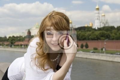Женщина разговаривает по телефону в Москве возле Кремля, 30x20 см, на бумаге02.21 Международный день родного языка<br>Постер на холсте или бумаге. Любого нужного вам размера. В раме или без. Подвес в комплекте. Трехслойная надежная упаковка. Доставим в любую точку России. Вам осталось только повесить картину на стену!<br>