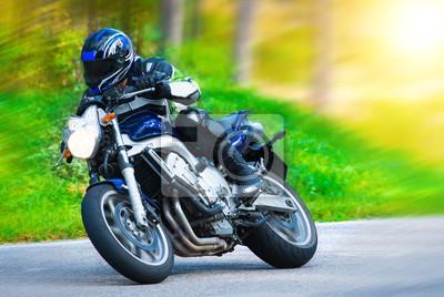 Постер-картина Фото-постеры Динамичный гоночный мотоцикл, 30x20 см, на бумагеМотоциклы<br>Постер на холсте или бумаге. Любого нужного вам размера. В раме или без. Подвес в комплекте. Трехслойная надежная упаковка. Доставим в любую точку России. Вам осталось только повесить картину на стену!<br>
