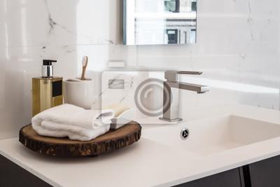 Чистый современная ванная комната раковина, 30x20 см, на бумагеСалон сантехники<br>Постер на холсте или бумаге. Любого нужного вам размера. В раме или без. Подвес в комплекте. Трехслойная надежная упаковка. Доставим в любую точку России. Вам осталось только повесить картину на стену!<br>