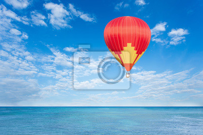 Постер-картина Воздушные шары Красочный воздушный шар над синим моремВоздушные шары<br>Постер на холсте или бумаге. Любого нужного вам размера. В раме или без. Подвес в комплекте. Трехслойная надежная упаковка. Доставим в любую точку России. Вам осталось только повесить картину на стену!<br>