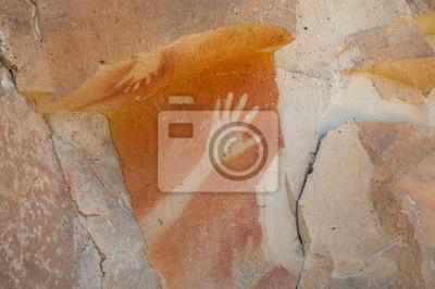 Постер Пещера рук - АргентинаНаскальные рисунки<br>Постер на холсте или бумаге. Любого нужного вам размера. В раме или без. Подвес в комплекте. Трехслойная надежная упаковка. Доставим в любую точку России. Вам осталось только повесить картину на стену!<br>