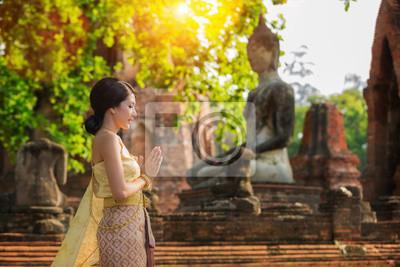 Постер Таиланд Тайский леди с оригинальным Тайский костюмТаиланд<br>Постер на холсте или бумаге. Любого нужного вам размера. В раме или без. Подвес в комплекте. Трехслойная надежная упаковка. Доставим в любую точку России. Вам осталось только повесить картину на стену!<br>